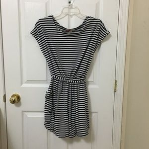⭐️2/$20 Forever 21 White Navy Blue Striped Dress